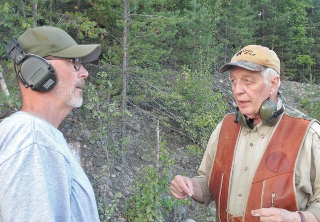 Här instruerar Leif Schmidt, till höger, en skytt vid namn Classe. Det var fler än jag som fick goda råd =)