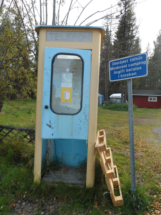 På campingen fanns en telefonkiosk. Minns ni dem?
