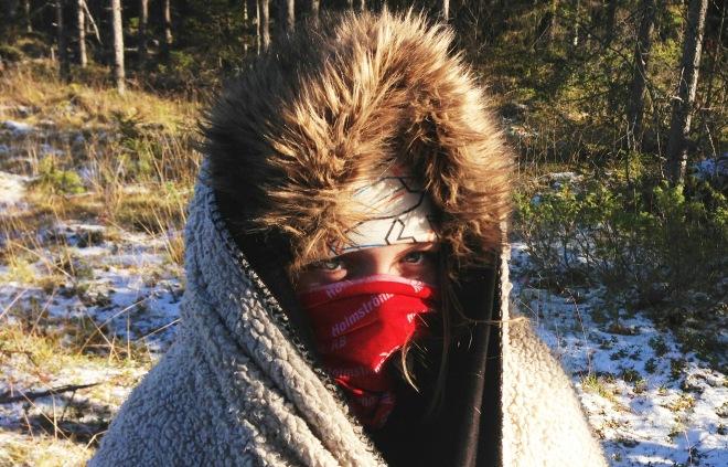 Dottern Lovisa gjorde sitt bästa för att uthärda kylan på älgpasset.