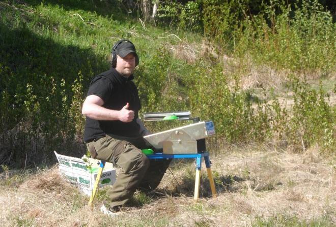 Vi hjälptes åt att skicka duvor åt varandra. Här är det herr Bystedt från Kusmark som ser positivt på livet.